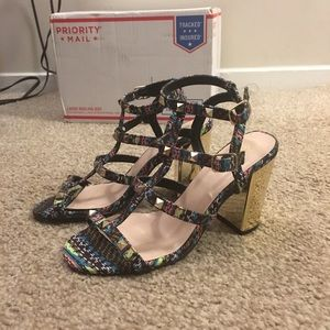 Qupid printed metallic gold strappy heels SZ 6